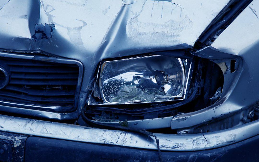 Ubezpieczenia: Miałeś kolizję i ubezpieczyciel uznał szkodę całkowitą? Zobacz jakie prawa Ci przysługują w takiej sytuacji.