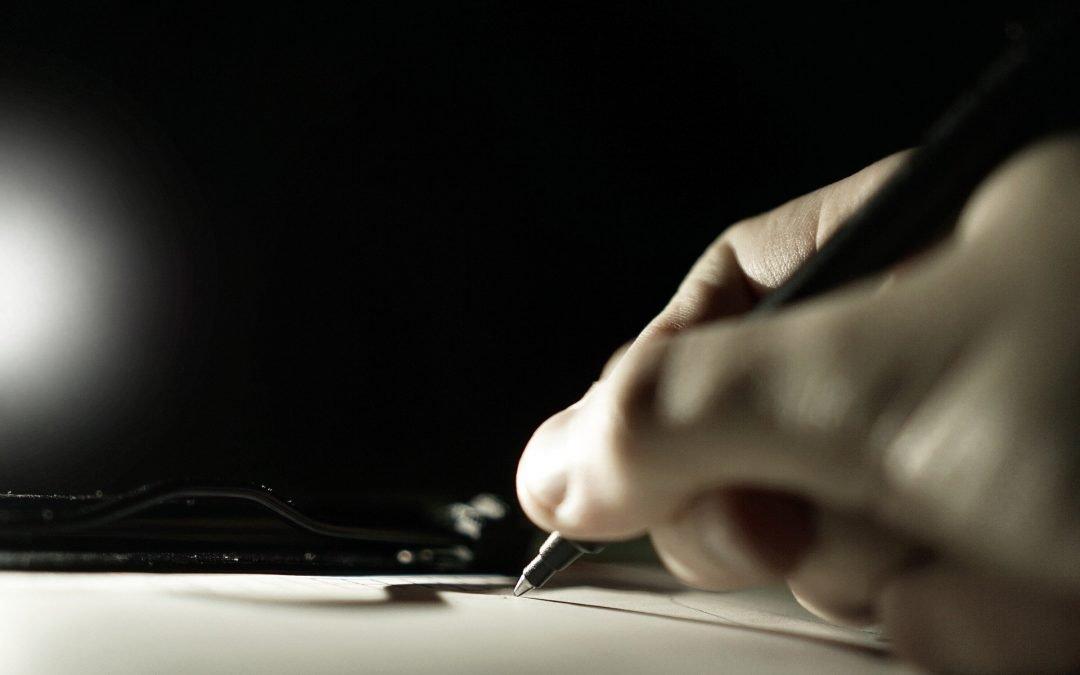 Podpis pod testamentem – co tak naprawdę powinien zawierać