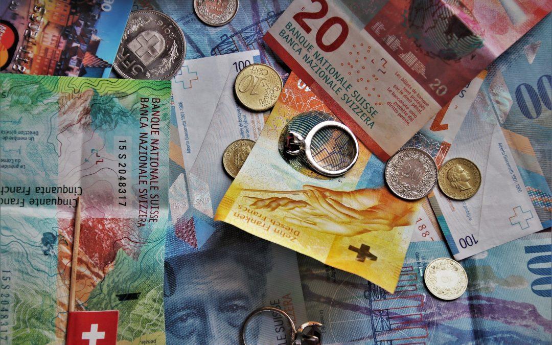 Kredyt frankowy nieważny: dowolność w bankowych tabelach kursowych