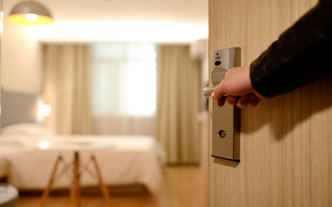Ubezpieczenia: kradzież mienia z pokoju hotelowego – kto naprawi szkodę?